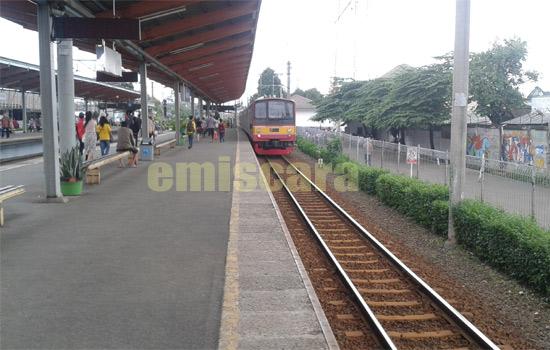 Pengalaman Lucu Pertama Kali Naik Commuter Line Jabodetabek