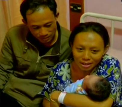 Nurjilah Seorang Ibu Melahirkan Anak Ke Empat di Stasiun Manggarai